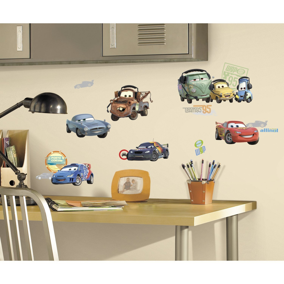25 Stickers voiture Cars 2 Disney