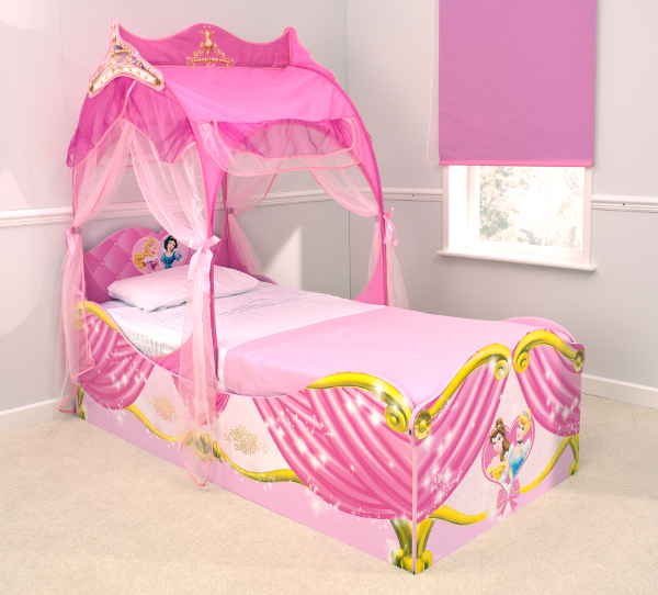 grand lit carrosse princesse disney. Black Bedroom Furniture Sets. Home Design Ideas