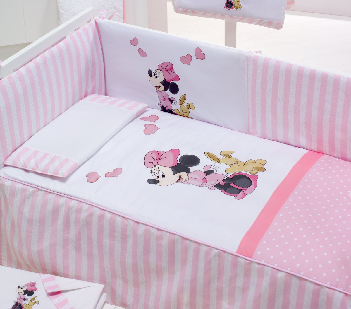 interesting pack literie bb minnie disney baby tour de l with tour de lit bb disney. Black Bedroom Furniture Sets. Home Design Ideas